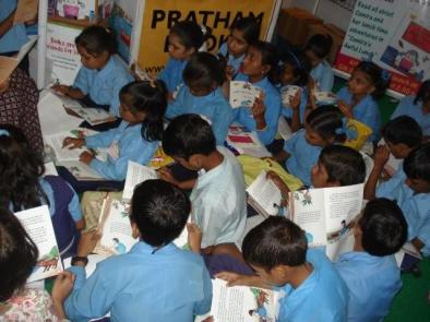 Children_Reading_Books_-_Flickr_-_Pratham_Books_(1)