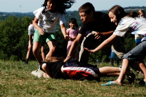 Children_playing_tag