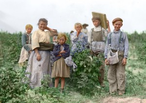 Polish_berry_pickers_color