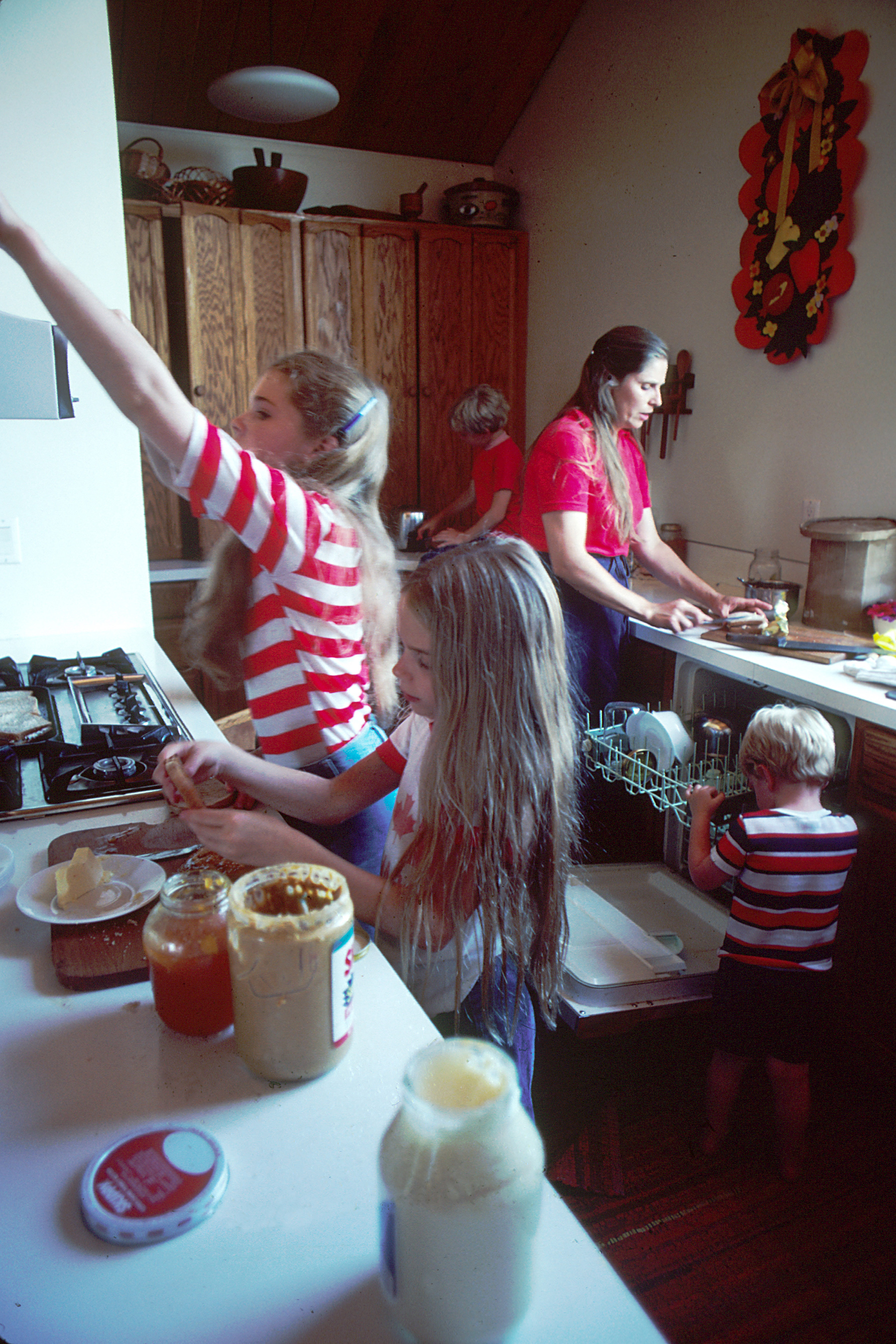 Family_preparing_a_meal_(1)