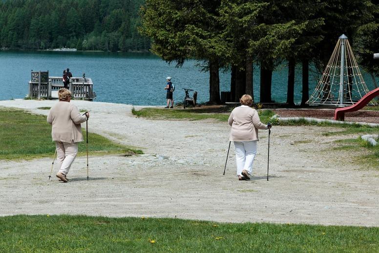 pensioners-2399602_960_720